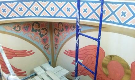 В процессе росписи храма