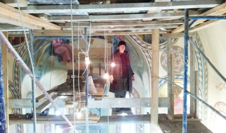 В процессе росписи храма, иконописцы мастерской Палехский образ